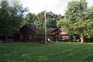 Property for sale at 2031 N Oakwoods Ct, Oconomowoc,  WI 53066