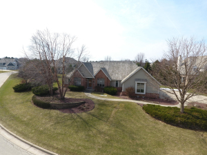 Property for sale at 515 N Ponderosa Dr, Hartland,  WI 53029