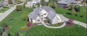 Property for sale at 801 N Bluespruce Cir, Hartland,  WI 53029