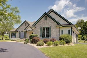 Property for sale at N74W33760 Jensen Rd, Oconomowoc,  WI 53066