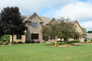 Property for sale at 332 River Bluff Cir, Oconomowoc,  WI 53066