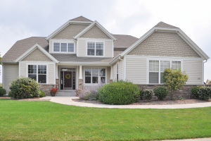 Property for sale at 1781 River Lakes Rd N, Oconomowoc,  WI 53066