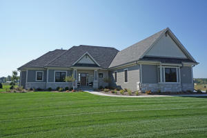Property for sale at 217 Four Winds Ct, Hartland,  WI 53029