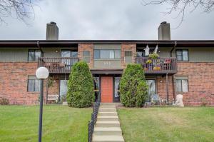 Property for sale at 372 Park Hill Dr Unit: C, Pewaukee,  WI 53072
