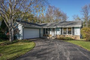 Property for sale at 146 Chestnut Ridge Dr, Hartland,  WI 53029
