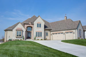 Property for sale at 1630 Twisted Oak Ct, Hartland,  WI 53029