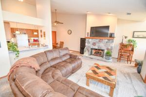 Property for sale at 921 Quinlan Dr Unit: E, Pewaukee,  WI 53072