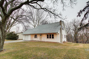 Property for sale at 122 Glenowen Dr, Hartland,  WI 53029