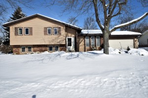 Property for sale at 1275 Timber Rdg, Pewaukee,  WI 53072