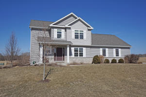 Property for sale at 646 N Buth Rd, Dousman,  WI 53118