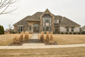 Property for sale at 1221 Four Winds Way, Hartland,  WI 53029