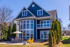 Property for sale at 3201 Sylvester Dr, Hartland,  WI 53029