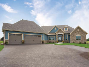 Property for sale at 117 Sycamore Ct, Hartland,  WI 53029
