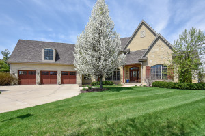 Property for sale at 2035 Coachlight Ct, Delafield,  WI 53018