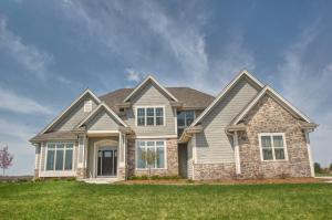 Property for sale at W297N3341 Woodridge Cir, Pewaukee,  WI 53072