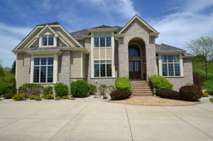 Property for sale at 1004 N Cypress Ct, Hartland,  WI 53029
