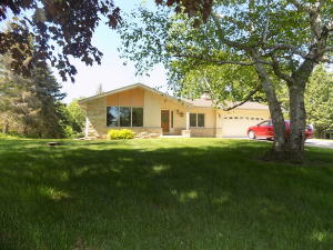 Property for sale at N20W25002 Sunny Ridge Ln, Pewaukee,  WI 53072