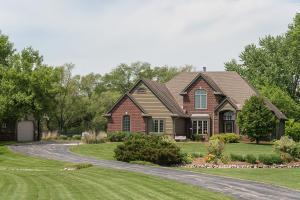 Property for sale at N86W27425 Fieldcrest Cir, Hartland,  WI 53029