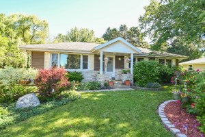 Property for sale at W298 Belleview Ave, Oconomowoc,  WI 53066