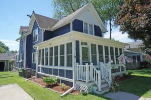 Property for sale at 423 S Charles St, Oconomowoc,  WI 53066