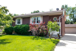Property for sale at 237 Willow Dr, Hartland,  WI 53029