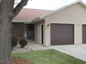 Property for sale at N49W36061 Nottingham Ln Unit: 8, Oconomowoc,  WI 53066