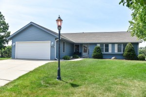 Property for sale at 252 Royal Oak Ct, Pewaukee,  WI 53072