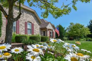 Property for sale at 325 Steeple Pointe Cir, Delafield,  WI 53018