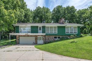 Property for sale at 2412 Hillside Dr, Delafield,  WI 53018