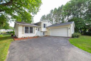 Property for sale at 913 E Imperial Dr, Hartland,  WI 53029