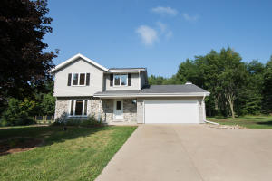 Property for sale at W307N6985 Bette Ann Dr, Hartland,  WI 53029