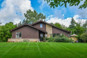 Property for sale at W264N4842 Bayberry Dr, Pewaukee,  WI 53072