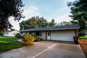 Property for sale at W203 Belleview Ave, Oconomowoc,  WI 53066