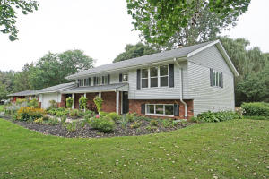 Property for sale at 119 Wolf Dr, Dousman,  WI 53118