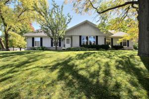 Property for sale at 438 Cheshire Ln, Pewaukee,  WI 53072