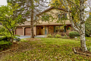 Property for sale at 227 Oaklawn Ct, Pewaukee,  WI 53072