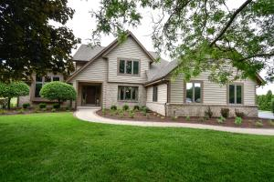 Property for sale at 829 Woodland Park Dr, Delafield,  WI 53018
