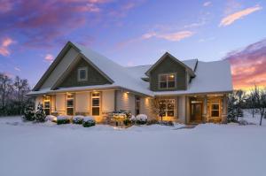 Property for sale at 554 Birchwood Dr, Hartland,  WI 53029