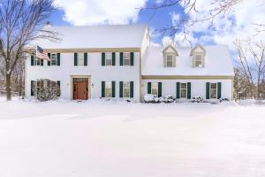 Property for sale at 310 Crystal Dr, Hartland,  WI 53029