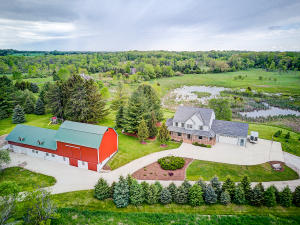 Property for sale at N92W31300 Hoff Rd, Hartland,  WI 53029
