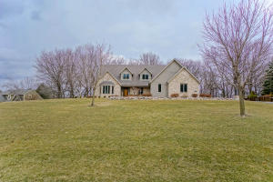 Property for sale at 309 W Cedar Valley Rd, Delafield,  WI 53018