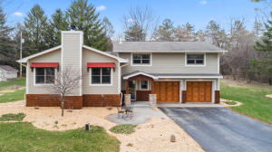 Property for sale at 3334 Silver Circle Dr, Summit,  WI 53066