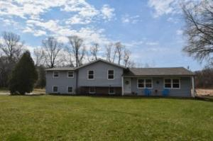 Property for sale at 209 Bischel Ct, Dousman,  WI 53118