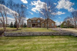 Property for sale at 835 Red Oak Dr, Summit,  WI 53066
