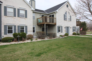 Property for sale at N25W24037 River Park Dr Unit: 6, Pewaukee,  WI 53072