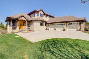 Property for sale at N66W35960 Farmstead Ct, Oconomowoc,  WI 53066