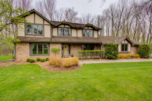 Property for sale at N67W31010 Golf Rd, Hartland,  WI 53029