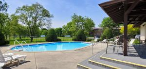 Property for sale at 307 Park Hill Dr Unit: B, Pewaukee,  WI 53072