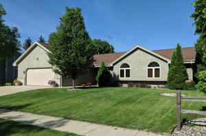 Property for sale at 1294 Heather Cir, Oconomowoc,  Wisconsin 53066