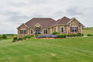 Property for sale at W386N8222 Highlander Dr, Oconomowoc,  WI 53066